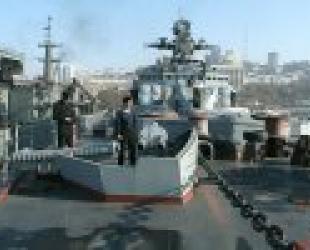 """""""Адмирал Трибуц"""" готовится к празднику"""