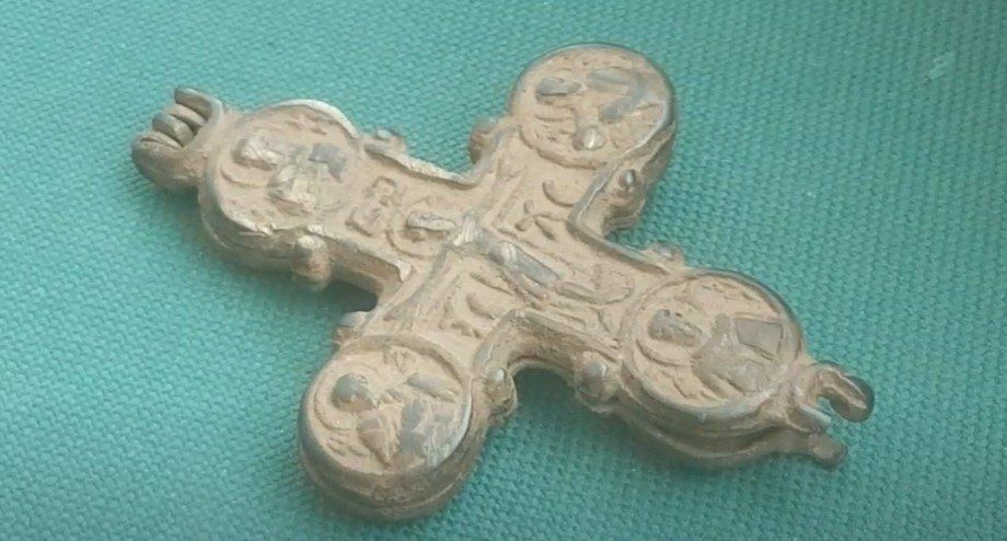 Ученые РАН не нашли костные останки в древних крестах-энколпионах