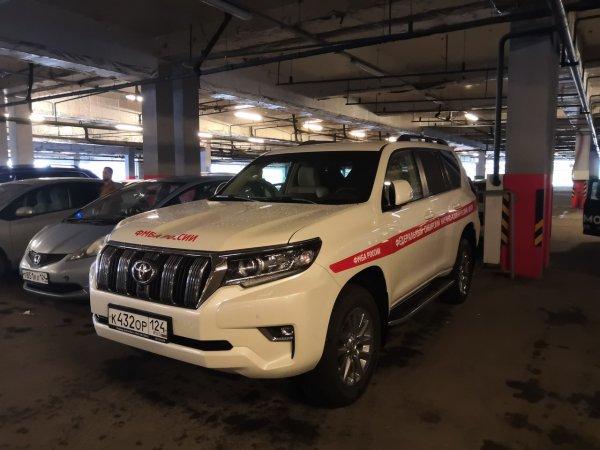 «Лучше б медикам его отдали!»: Сеть возмутил «правительственный» Toyota Land Cruiser 200 в Красноярске