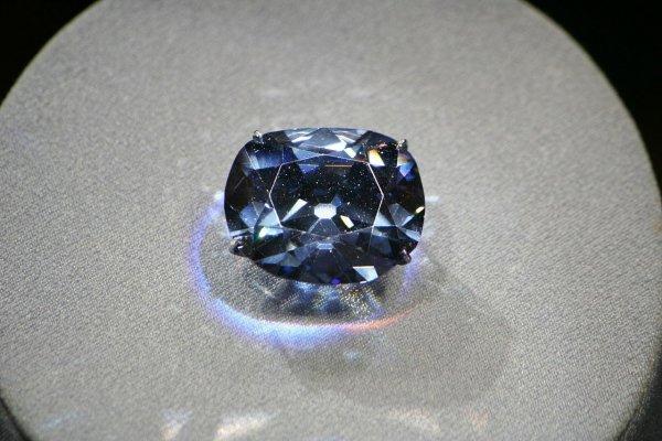 В крупных алмазах нашли следы минерала из недр Земли и астероидов