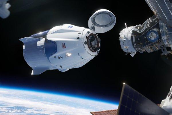 «Роскосмос» назвал двигатели недостатком Crew Dragon Маска