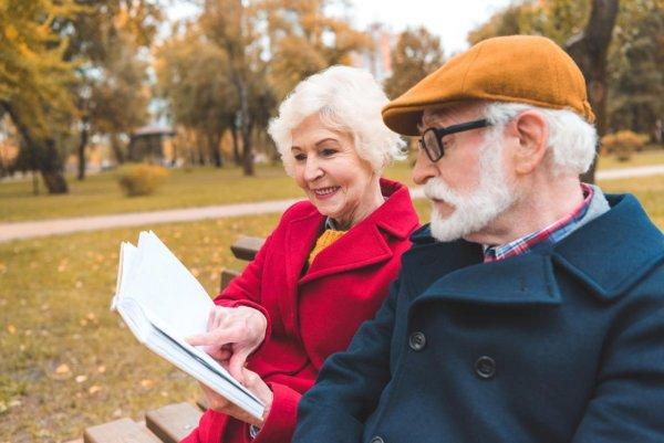Светодиодный фонарик из Британии за две недели улучшает зрение людям после 40 лет