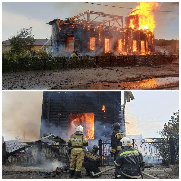 Под Томском сгорел деревянный храм после удара молнии
