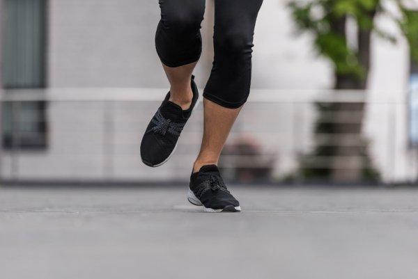 Если желудок поврежден медикаментозным путем, полезнее бегать интенсивно, а если язва возникла из-за стресса – рекомендована неспешная пробежка; Фото: depositphotos
