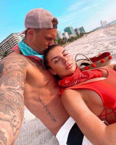 Более года 28-летний Тимма и 37-летняя Седокова состоят в отношениях; фото с аккаунта @janis.timma в Instagram